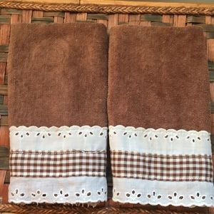2 brown finger towels w/brown & white gingham trim